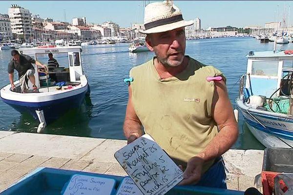 Un poissonnier du Vieux-Port à Marseille qui a refait ses étiquettes.