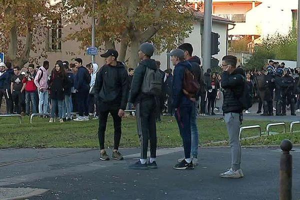 Montpellier - manifestation de lycéens devant l'établissement Mermoz - 5 décembre 2018.