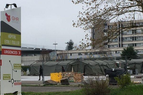 Le montage des tentes pratiquement achevé ce samedi 21 mars en fin de matinée
