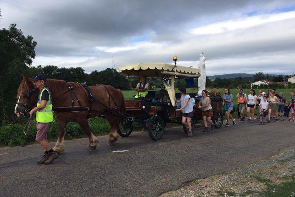 Le pèlerinage en calèche est passé à Uchizy, en Saône-et-Loire, le 2 juillet 2020.