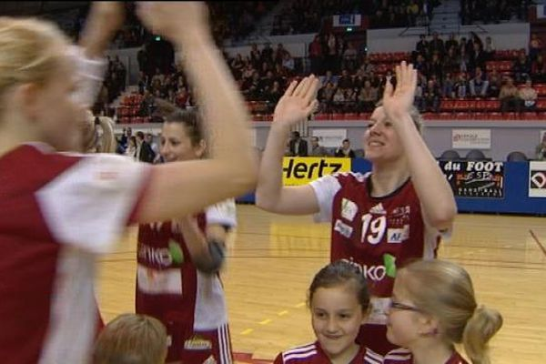 Les handballeuses de l'ESB F jouent leur va-tout ce soir au palais des sports