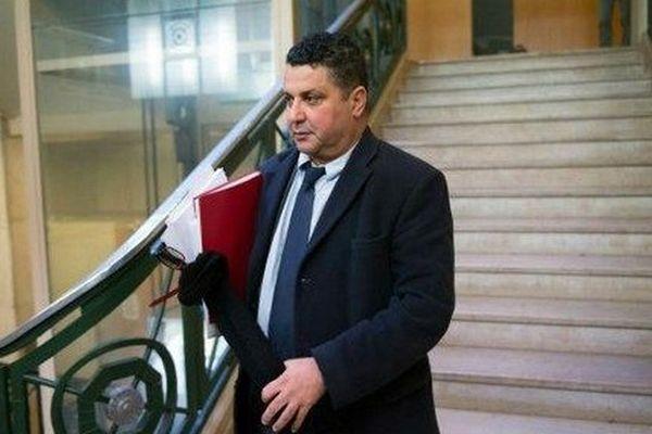 L'ancien président de l'université de Toulon, Laroussi Ouestlati, a été condamné mercredi à deux ans de prison dont un avec sursis pour corruption, détournement de fonds publics et faux pour avoir pris part à un trafic d'inscriptions d'étudiants chinois.
