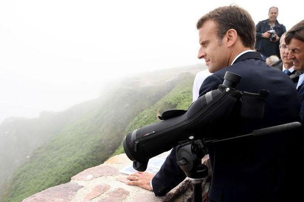 Le Président de la République Emmanuel Macron avec l'ex-ministre de l'Ecologie Nicolas Hulot au Cap Fréhel à Plévenon le 20/06/2019