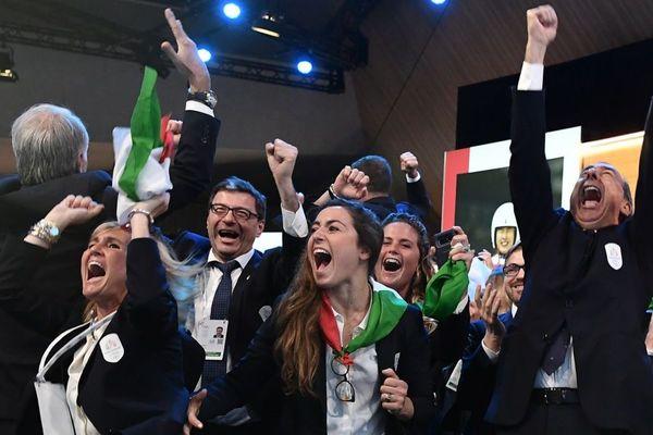 A Lausanne en Suisse, la délégation italienne laisse éclater sa joie. Les Jeux olympiques d'hiver 2026 ont été attribués ce lundi 24 juin à la candidature de Milan/Cortina d'Ampezzo.