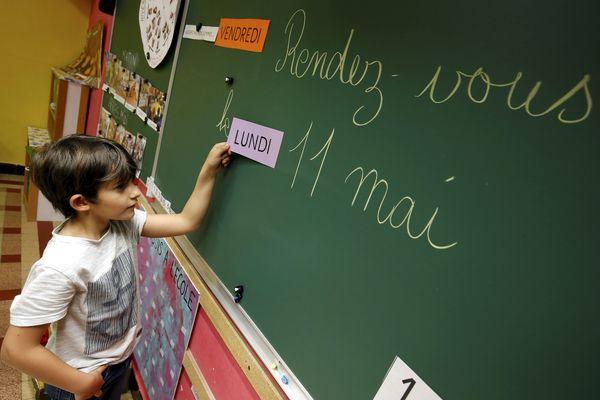 La réouverture des classes est prévue le 11 mai pour les élèves de maternelles et de primaires.