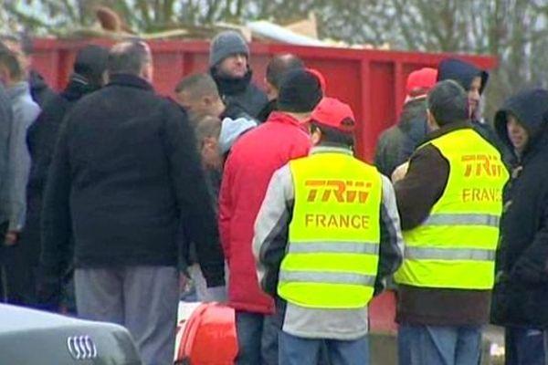 Des salariés de l'équipementier automobile TWR à Longvic ont tenté d'interrompre une réunion concernant le PSE (Plan de sauvegarde de l'emploi) qui se tenait mardi 28 janvier 2014.