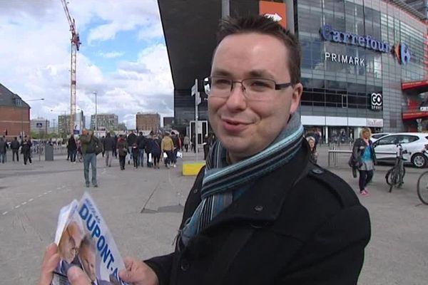 Yohann Duval à Lille en avril, pendant la campagne présidentielle de Nicolas Dupont-Aignan