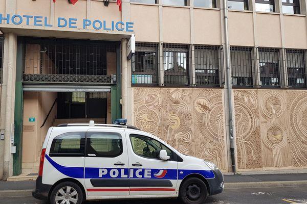 L'enfant n'est pas née vivante, selon les premiers éléments de l'enquête et après l'autopsie du nourrisson réalisée, ce vendredi 2 novembre, au Puy-en-Velay, en Haute-Loire.