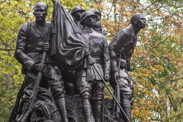 """Installé au parc de Champagne, le monument """"Aux héros de l'Armée noire"""" a été déplacé à plusieurs dizaines de mètres en octobre denier pour la venue du chef de l'Etat."""