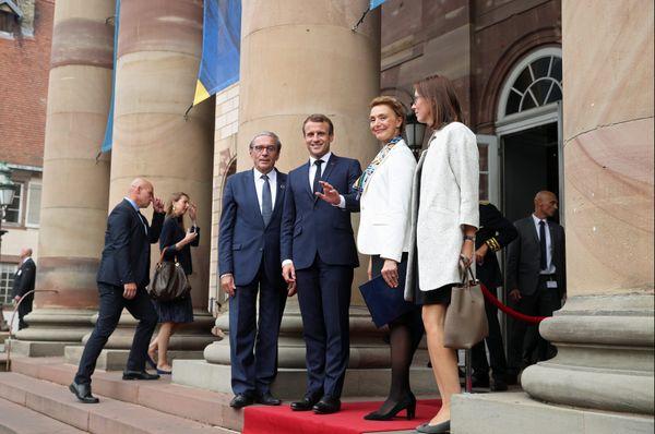 Emmanuel Macron et Roland Ries devant L'opéra du Rhin, le mardi 1er octobre 2019.