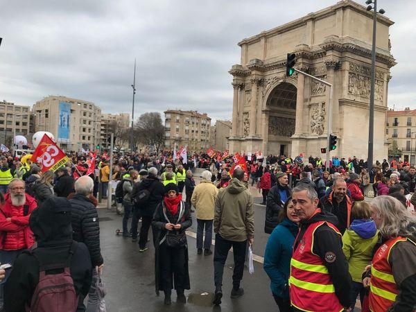 Départ de la manifestation Porte d'Aix à Marseille.