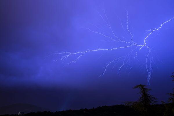 Des orages violents risquent de se produire dans onze départements d'Auvergne-Rhône-Alpes, placés en vigilance orange le 12 août 2021.