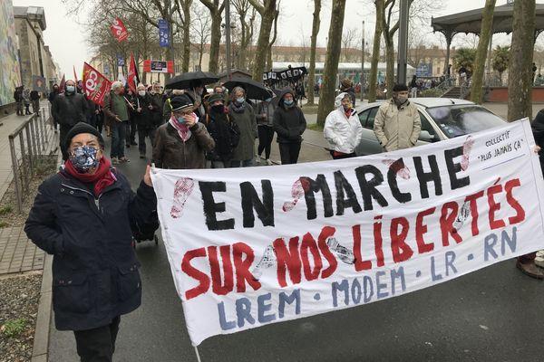 300 personnes ont défilé à La Roche-sur-Yon