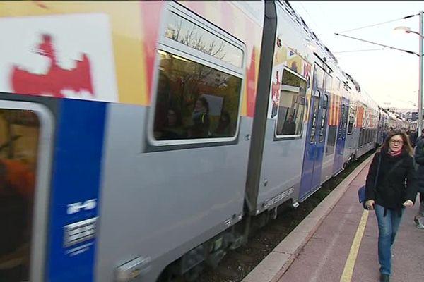 Un TER de la SNCF à quai.