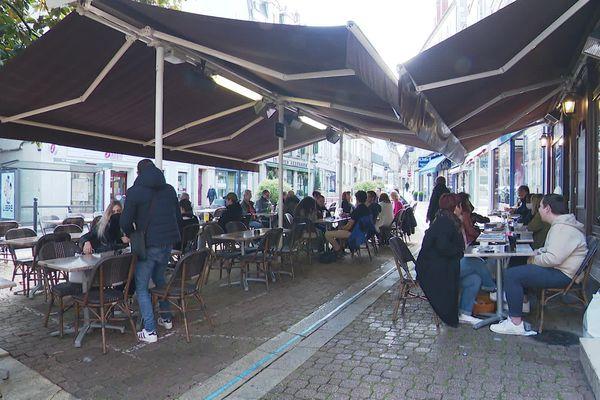 Une terrasse de café (illustration) à Nevers le 19 mai