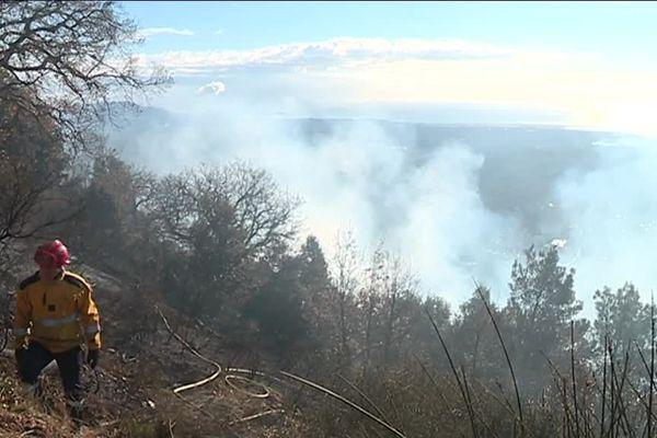 Un forestier-sapeur en action sur le feu de Tourrettes-sur-Loup fin janvier 2019.