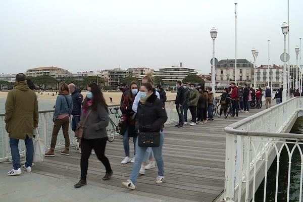 La jetée Thiers d'Arcahon envahie de touristes ce 21/02/21.