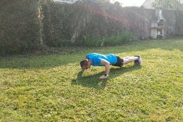 Ludovic Chorgnon s'entraîne entre 2 et 4 heures par jour et un peu plus le week-end chez lui à Vendôme