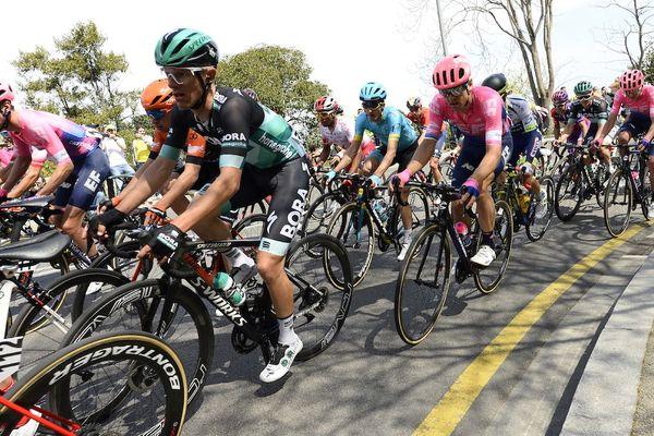 Le peloton avant la chute dans la 7è étape du Tour de Catalogne