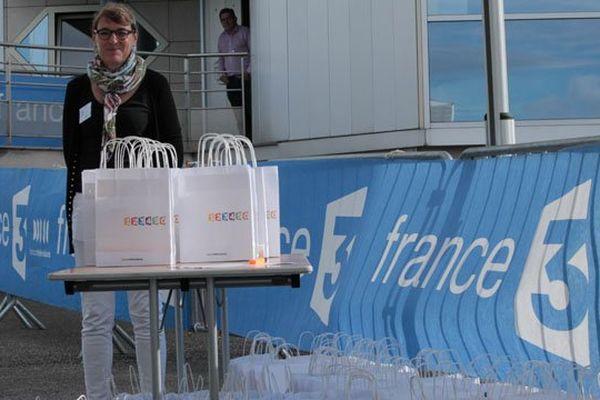 L'attente des 1ers visiteurs ce matin à France 3 Bourgogne