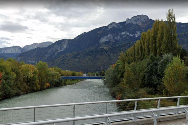 La rivière de l'Arve, à Bonneville.