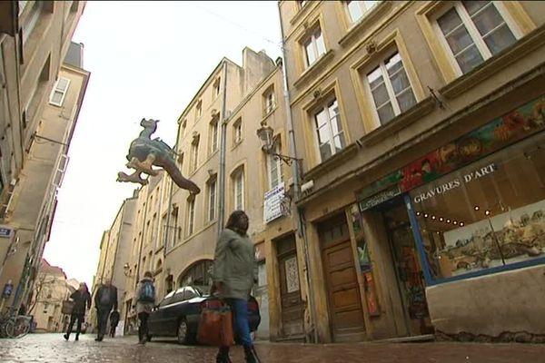 Les petits commerces font de la résistance à Metz.