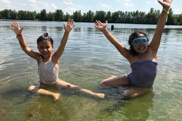 """Le Secours Populaire du Puy-de-Dôme a organisé pour 5 familles une """"journée bonheur"""" à Issoire Plage le 16 juin."""