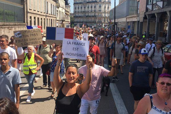 Cinquième samedi de mobilisation contre le pass sanitaire à Limoges. Entre 1500 et 3000 manifestants présents.