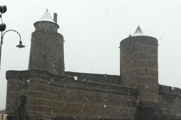 La Neige à Gros Flocon à Fougères