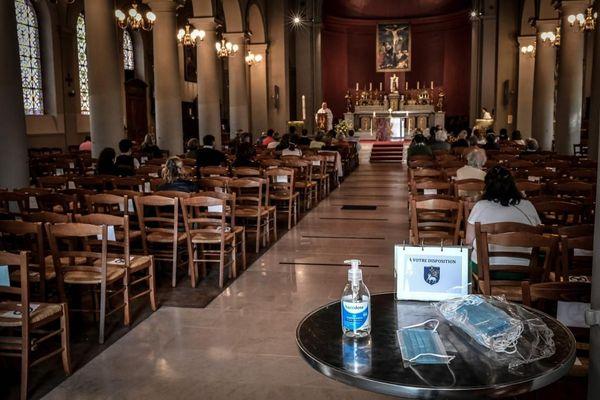 Célébration d'une office religieuse dans une église. AFP