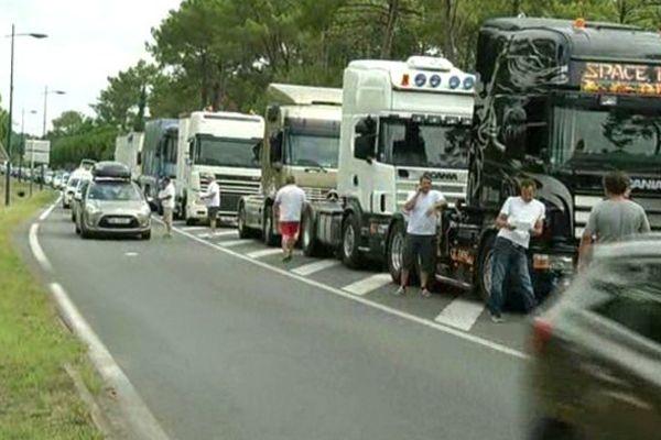 Opération escargot sur la route du Cap Ferret