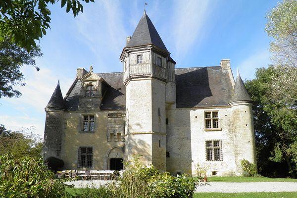 Dans l'Orne, à Villebadin, une journée de soleil est promise au manoir d'Argentelles.