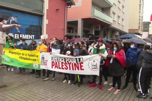 Environ 500 personnes ont manifesté en soutien à la Palestine dans les rues d'Annecy samedi 15 mai.