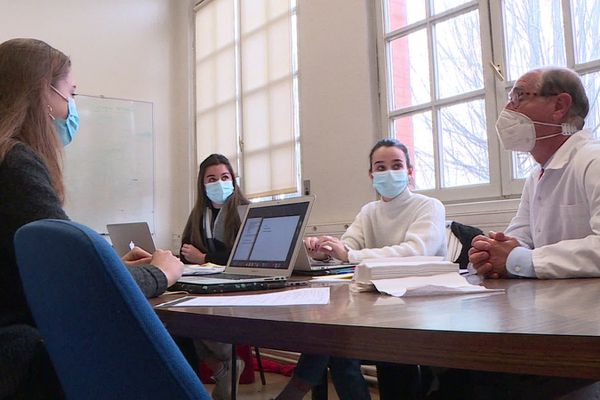 Le Professeur Montastruc dirige le centre de pharmacovigilance de Toulouse