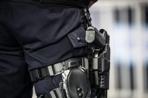 Benjamin Griveaux budgète la formation des policiers armés à « 100 millions d'euros en rythme de croisière » (illustration).