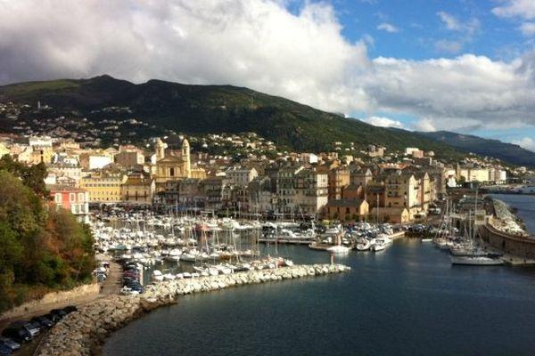 Le Vieux port vu depuis les remparts de la Citadelle de Bastia (Haute-Corse)