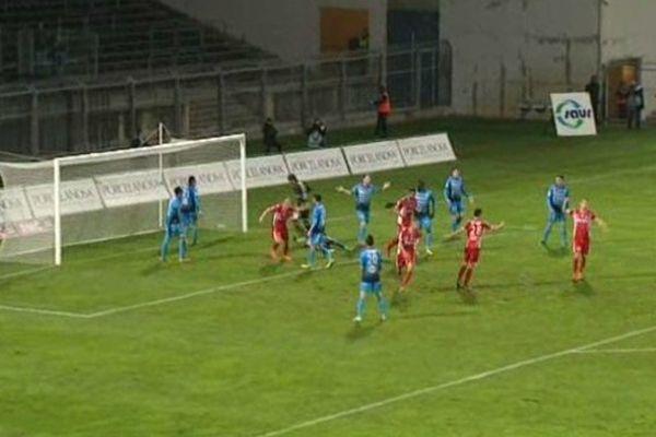 Nîmes, vainqueur 3-0 sur son terrain, contre l'équipe de Tours
