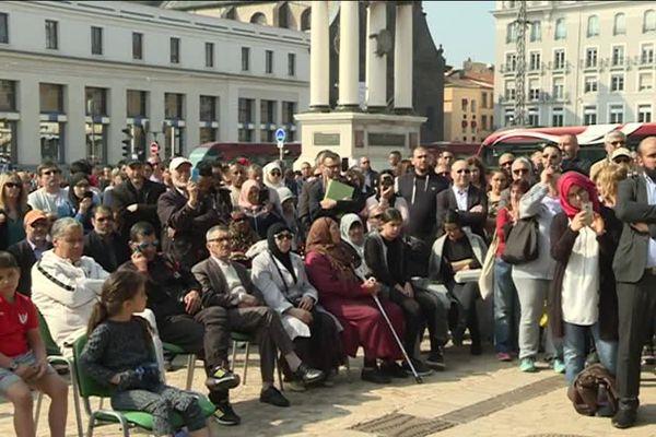 Environ 600 personnes se sont rassemblées Pace de Jaude àClermont-Ferrand en soutien aux familles des victimes de l'attentat de Christchurch, le 15 mars en Nouvelle-Zélande.
