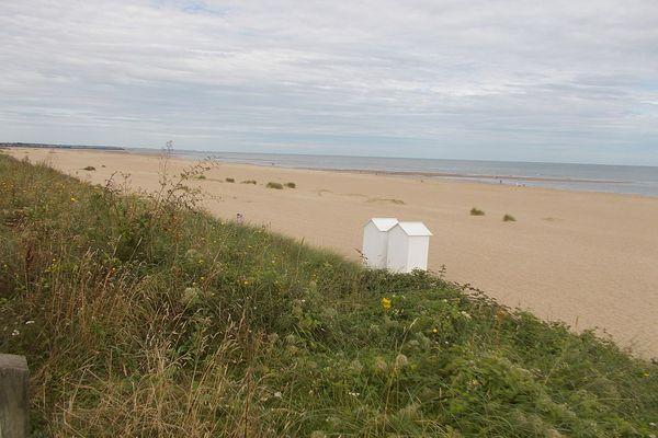 Dans le Calvados, un horizon nuageux puis pluvieux face à la plage de Merville-Franceville, ce SAMEDI.