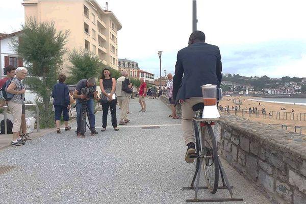 La smoocyclette en démonstration sur la côte basque.