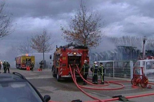 incendie d'usine dans la zone d'activités de Grézan à Nîmes