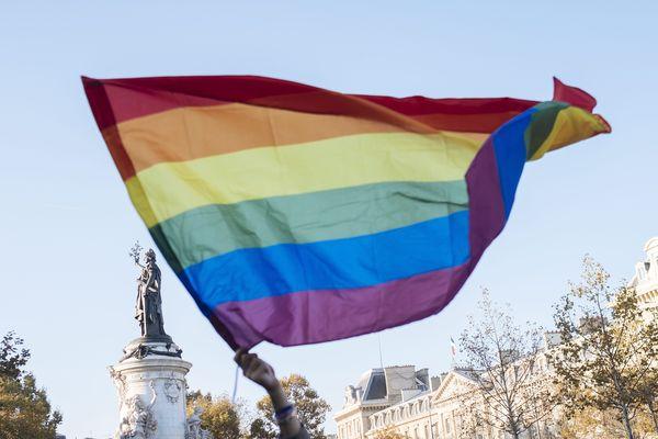 La multiplication d'actes de violence homophobe a poussé plusieurs centaines de personnes à se rassembler place de la République (Paris), le 21 octobre dernier.