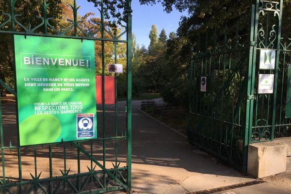 Depuis le 8 septembre 2020 le port du masque est obligatoire de 7h à 2h, dans une grosse partie de la vile de Nancy et même dans les parcs