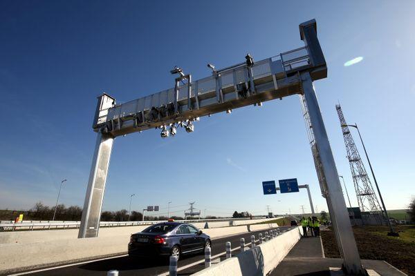 Le premier service de péage sans barrière de la Sanef a été mis en place en mars 2019 au niveau de l'échangeur de Boulay (Moselle) sur l'autoroute A4.