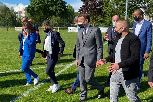 Emmanuel Macron s'est rendu au stade de Pont-Sainte-Marie.