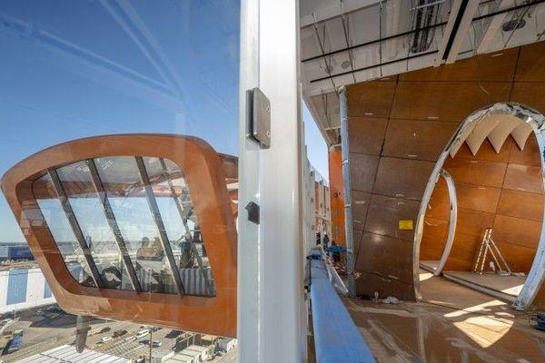 Le Magic Carpet, un espace au dessus de la mer à fonctions multiples : bar, restaurant, embarcadère