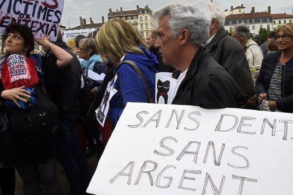 Manifestation contre Dentexia le 9 mai 2016 à Lyon.