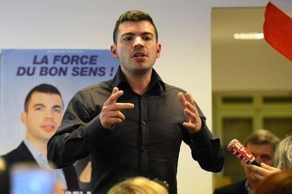 Fabien Engelmann, FN, célébrant l'annonce de son élection à la mairie de Hayange (Moselle) le 30 mars 2014.