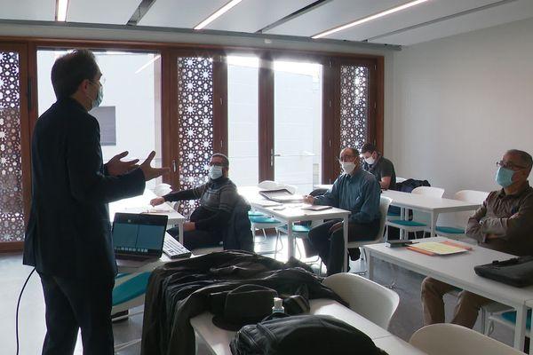 La formation des imams, un cursus encore méconnu existe depuis 2012 dans la Métropole de Lyon. Il a permis de former 120 imams.