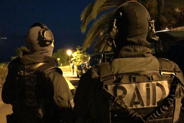 Un homme a été interpellé par le Raid dans une résidence de la route des Sanguinaires à Ajaccio (Corse du Sud) samedi 23 juin.